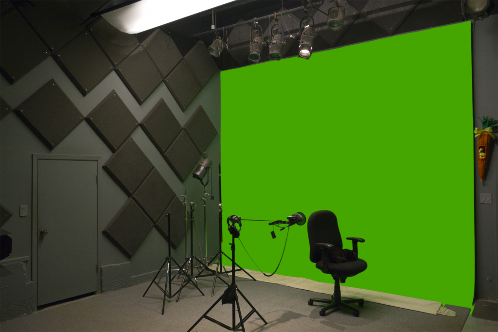 Greenscreen stage with adaptable lighting grid